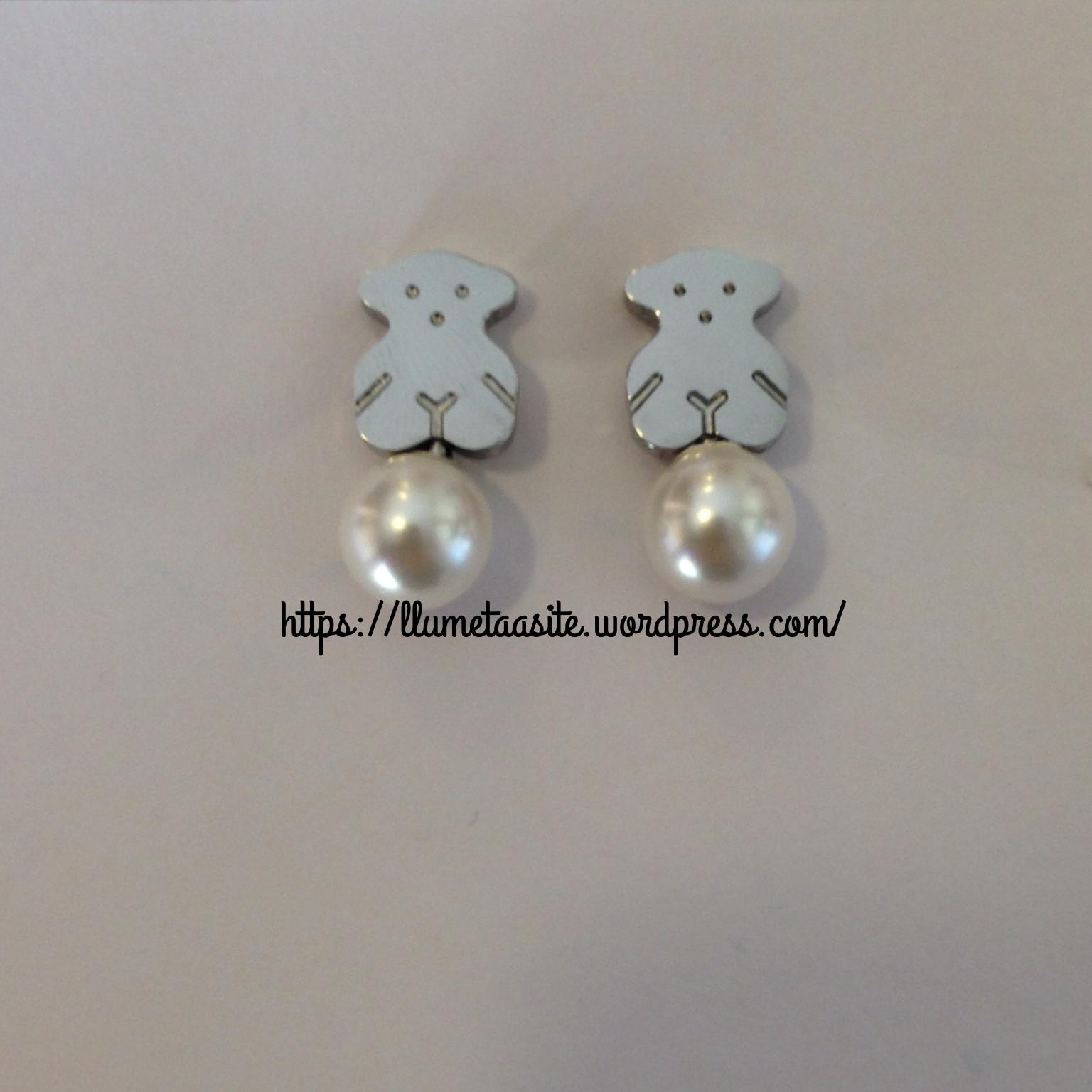 Y por último estos pendientes de perla, no son tan pequeños como los negro del anterior Post. En el anuncio hay diferente modelos.